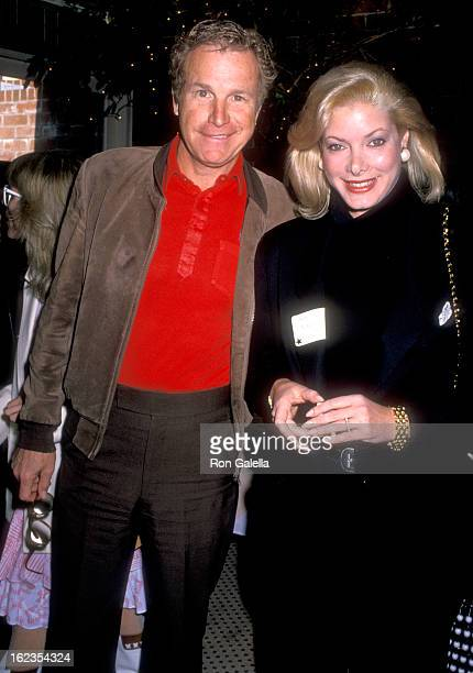 Actor Wayne Rogers and wife Amy Hirsh the Cocktail Party to Celebrate the 10th Anniversary of Roe vs Wade on January 22 1989 at the Columbia Bar and...