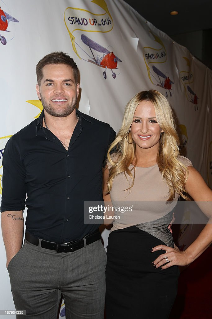 """""""Stand Up For Gus"""" Benefit - Arrivals : News Photo"""