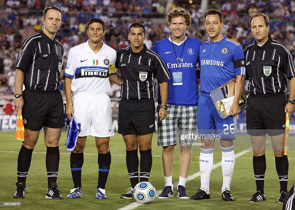 ¿Cuánto mide Will Ferrell? - Altura - Real height Actor-will-ferrell-poses-with-john-terry-and-javier-zanetti-at-the-picture-id89203676