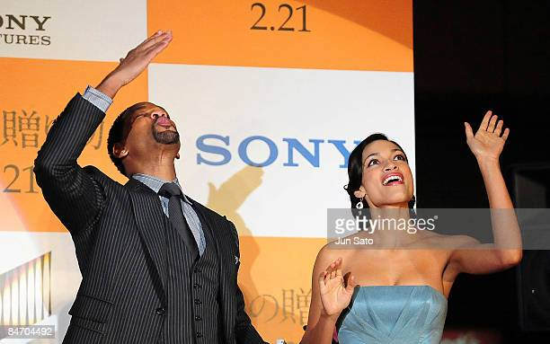 Actor Will Smith and actress Rosario Dawson attend the Seven Pounds Japan Premier at Ebisu Garden Hall on February 9 2009 in Tokyo Japan The film...
