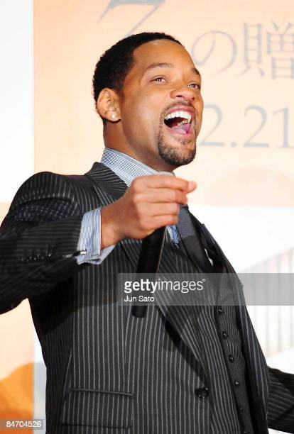 Actor Will Smith attends the Seven Pounds Japan Premier at Ebisu Garden Hall on February 9 2009 in Tokyo Japan The film will open on February 21 in...