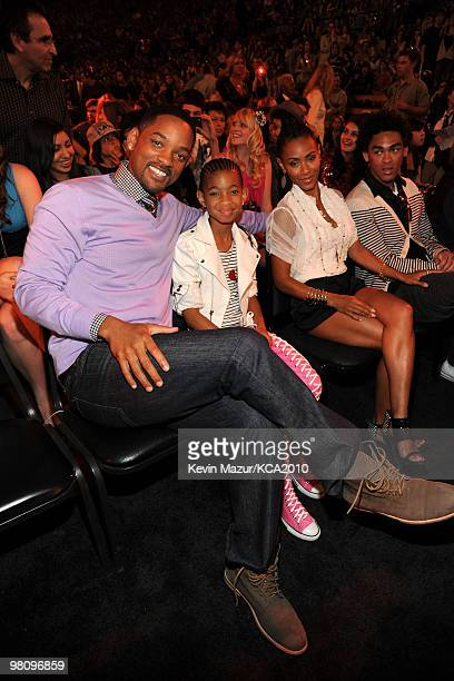 LOS ANGELES CA MARCH 27 **EXCLUSIVE COVERAGE** Actor Will Smith with Willow Smith and Jada Pinkett Smith attend Nickelodeon's 23rd Annual Kids'...