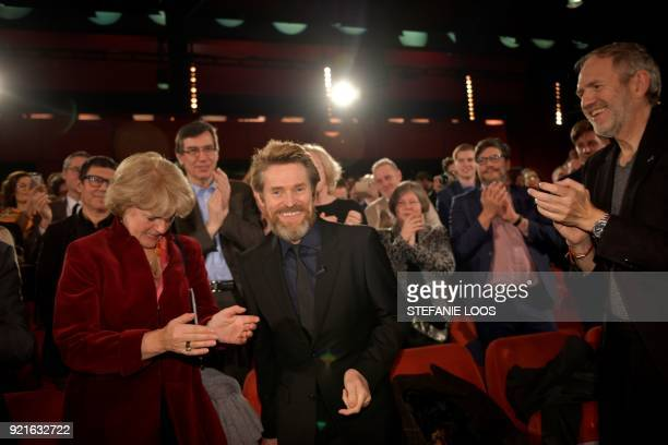 US actor Willem Dafoe is applauded by German State Secretary for Culture and the Media Monika Gruetters and Dutch photographer Anton Corbijn during a...