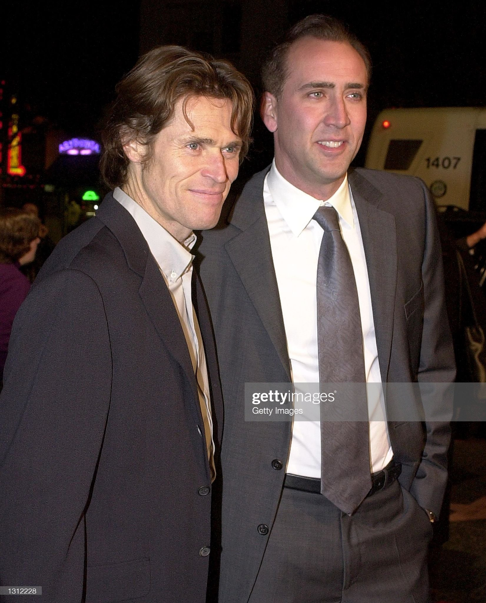 ¿Cuánto mide Willem Dafoe? - Altura - Real height Actor-willem-dafoe-left-talks-with-producer-nicolas-cage-as-they-at-picture-id1312228?s=2048x2048