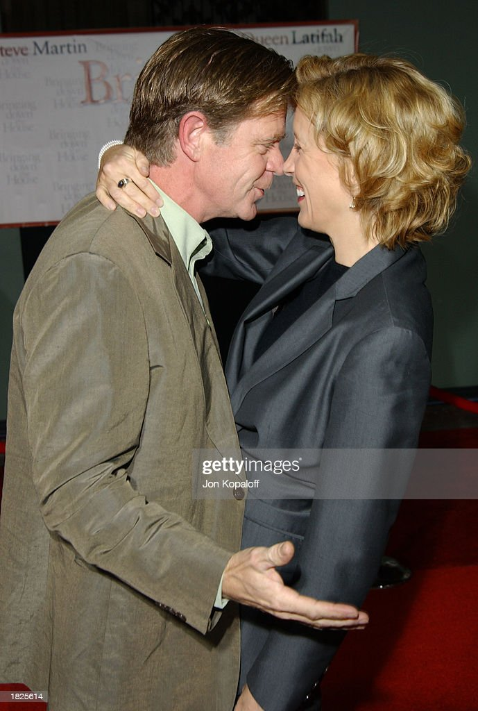 Actor William H. Macy and his wife actress Felicity Huffman attend the premiere of 'Bringing Down The House' at the El Capitan Theater on March 2, 2003 in Hollywood, California.