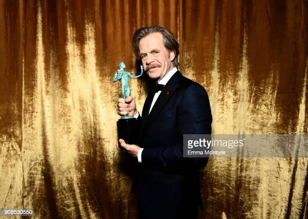 Actor William H Macy poses with award for Outstanding Performance by a Male Actor in a Comedy Series backstage at the 24th Annual Screen Actors Guild...