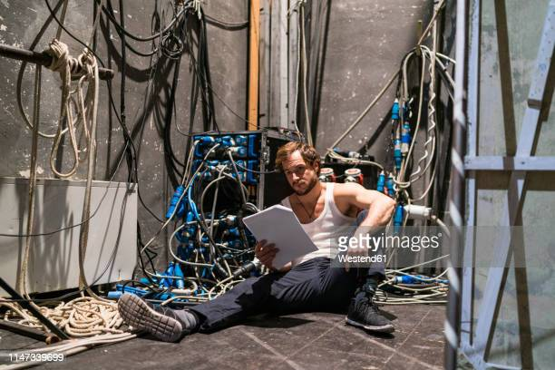actor with script rehearsing backstage - 舞台裏 ストックフォトと画像