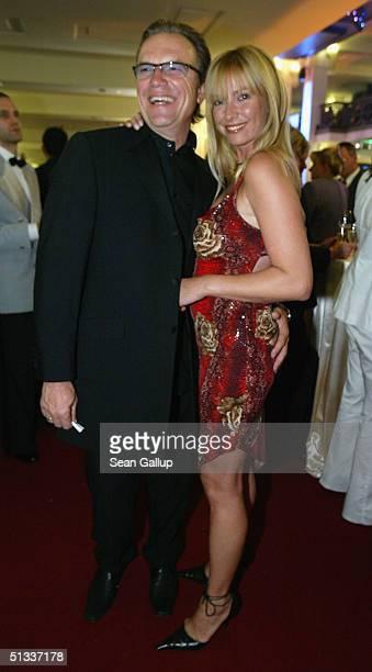 Actor Wolfgang Lippert and his wife Gesine Lippert attend the Goldene Henne Awards at Friedrichstadtpalast on September 22 2004 in Berlin Germany