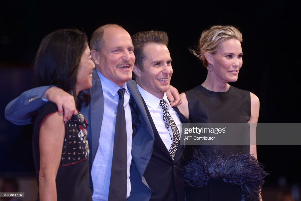 Actor Woody Harrelson (2ndL) and his wife Laura Louie, actor Sam Rockwell and partner Leslie Bibb (R) attend the premiere of the movie 'Three Billboards Outside Ebbing, Missouri' presented in competition at the 74th Venice Film Festival on September 4, 2017 at Venice Lido. / AFP PHOTO / Filippo MONTEFORTE