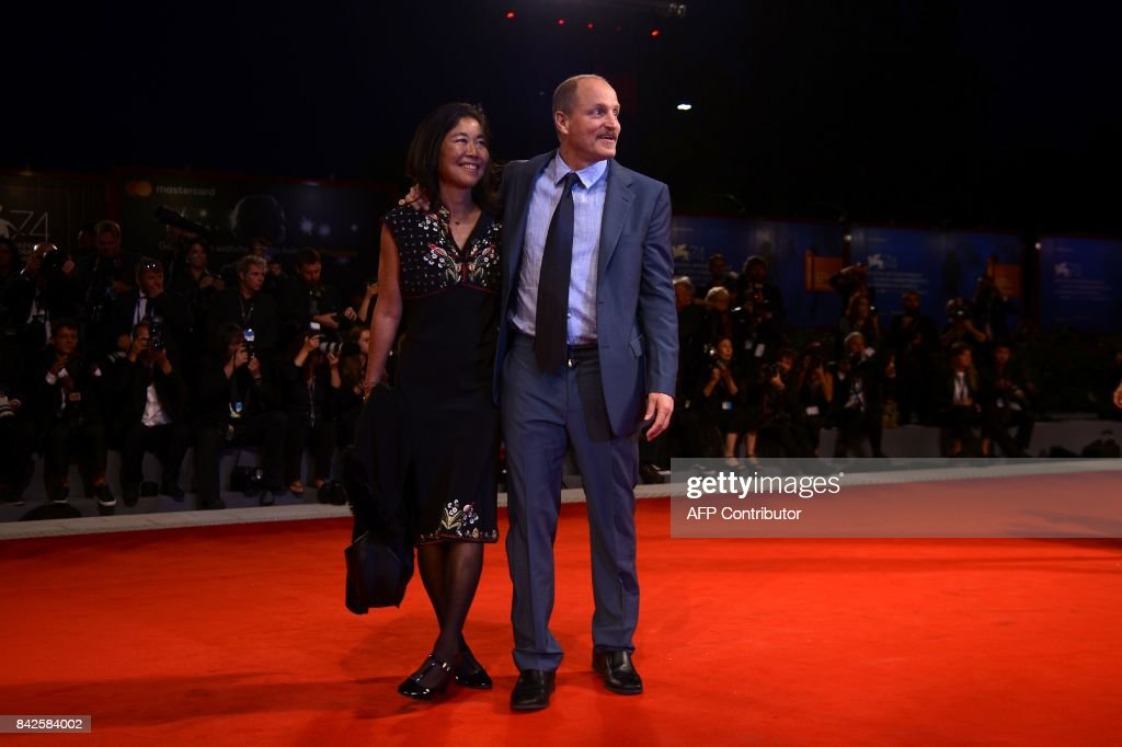 Actor Woody Harrelson and his wife Laura Louie attend the premiere of the movie 'Three Billboards Outside Ebbing, Missouri' presented in competition at the 74th Venice Film Festival on September 4, 2017 at Venice Lido. / AFP PHOTO / Filippo MONTEFORTE
