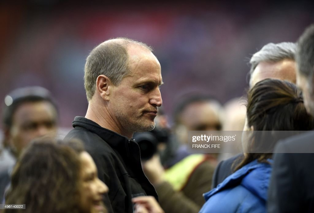US actor Woody Harrelson arrives to attend the French L1 football match Paris Saint-Germain (PSG) vs Toulouse on November 7, 2015 at the Parc des Princes stadium in Paris. AFP PHOTO / FRANCK FIFE