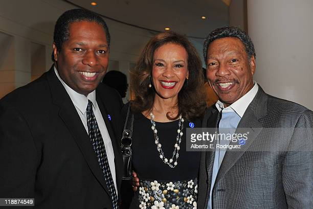 Actor Wren Brown singer Marilyn McCoo and musician Billy Davis Jr attend the Los Angeles Premiere of HBO's The Curious Case of Curt Flood at Museum...