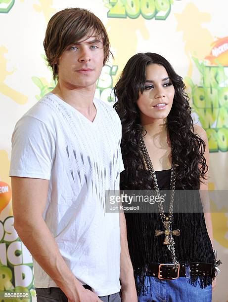 Actor Zac Efron and actress Vanessa Hudgens arrive at Nickelodeon's 2009 Kids' Choice Awards at Pauley Pavilion on March 28, 2009 in Westwood,...