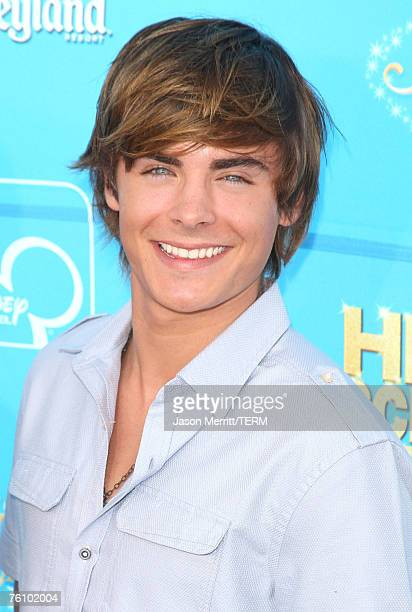 Actor Zac Efron arrives at the premiere of High School Musical 2 at the Downtown Disney District at Disneyland Resort on August 14 2007 in Anaheim...