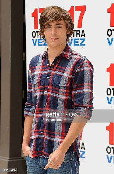 """Actor Zac Efron attends """"17 Again"""" photocall, at Villa Magna Hotel on April 28, 2009 in Madrid, Spain."""