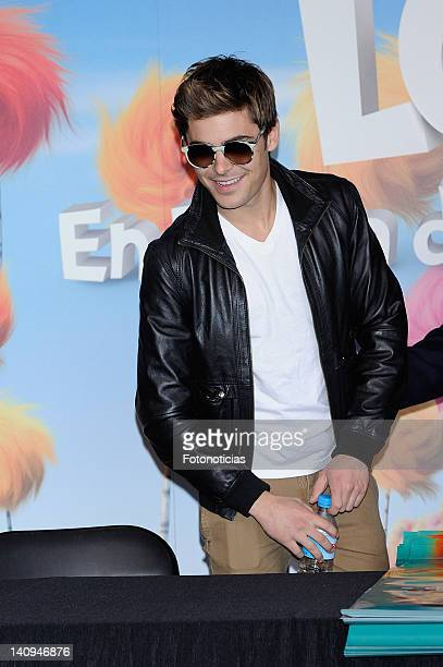 Actor Zac Efron attends a meeting with fans to sign posters of 'Dr Seuss The Lorax' at El Corte Ingles Store on March 8 2012 in Madrid Spain