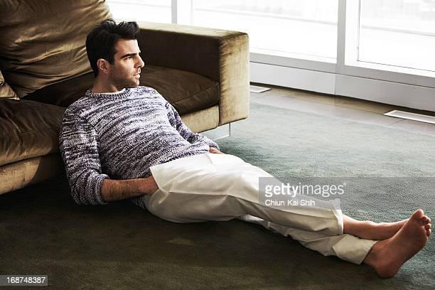 Barefoot Male Celebrities Stock-Fotos und Bilder | Getty ...