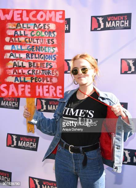 Actor Zoey Deutch at 2018 Women's March Los Angeles at Pershing Square on January 20 2018 in Los Angeles California