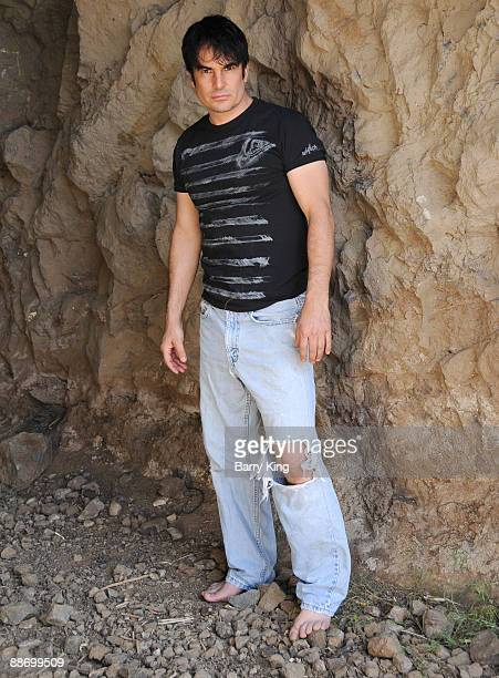 LOS ANGELES CA MAY 11 Actor/Artist Thom Bierdz poses during photo shoot on May 11 2009 in Los Angeles California