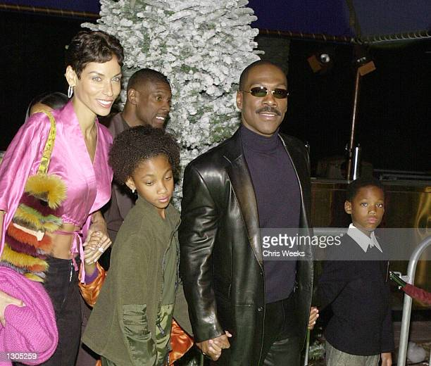 Actor/comedian Eddie Murphy and his family attend the premiere of Dr Seuss'' How The Grinch Stole Christmas November 8 2000 at Universal City in Los...