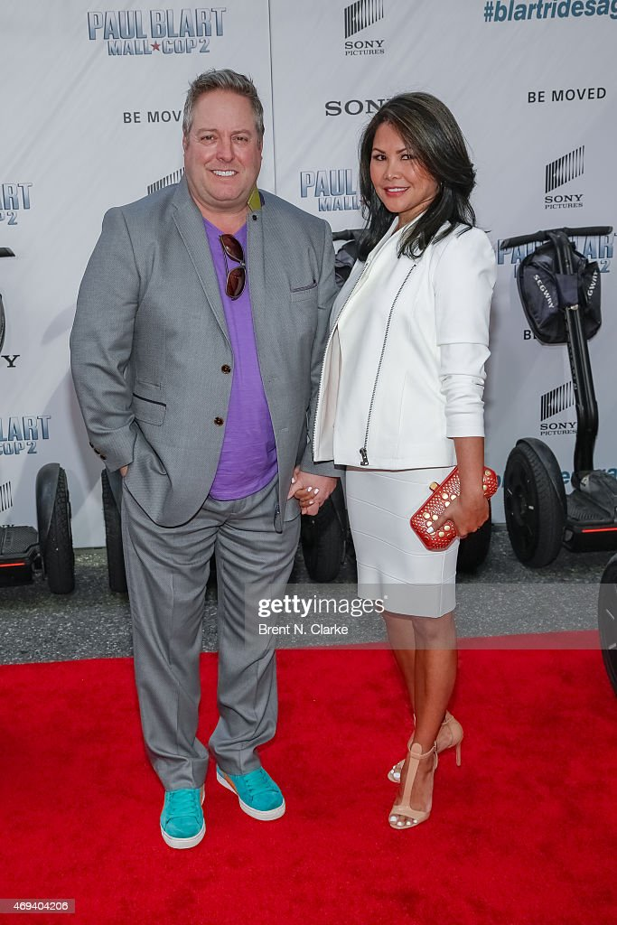 Schön Actor/comedian Gary Valentine And Wife Jackyline Knipfing Arrive For The  U0027Paul Blart Mall