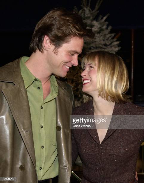 """Actor/comedian Jim Carrey and girlfriend Renee Zellweger attend the premiere of Dr. Seuss'' """"How The Grinch Stole Christmas"""" November 8, 2000 at..."""