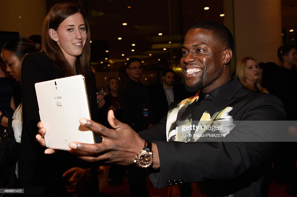 Actor/comedian Kevin Hart (R) poses for a selfie photo at the PEOPLE Magazine Awards at The Beverly Hilton Hotel on December 18, 2014 in Beverly Hills, California.