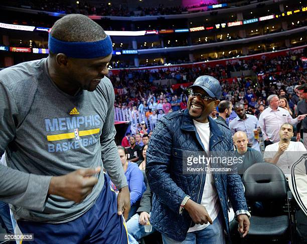 Actorcomedian Martin Lawrence is greeted by Zach Randolph of the Memphis Grizzlies during the second half of the basketball game against Los Angeles...