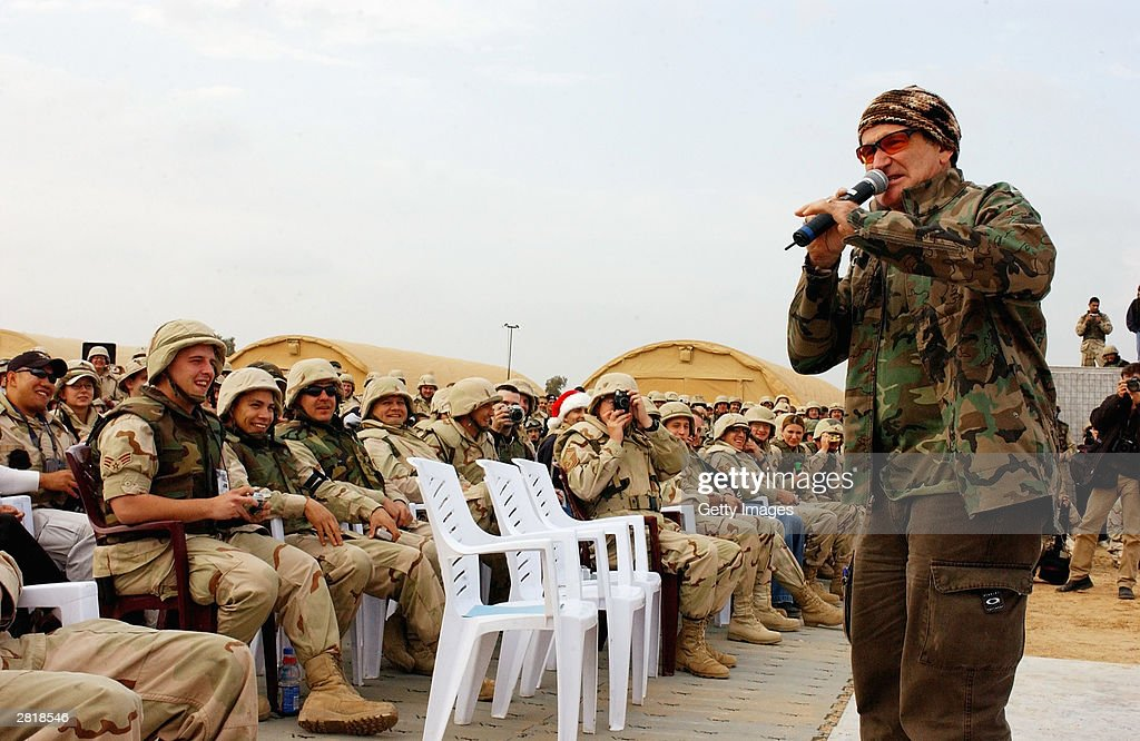 Robin Williams Entertains Troops : News Photo