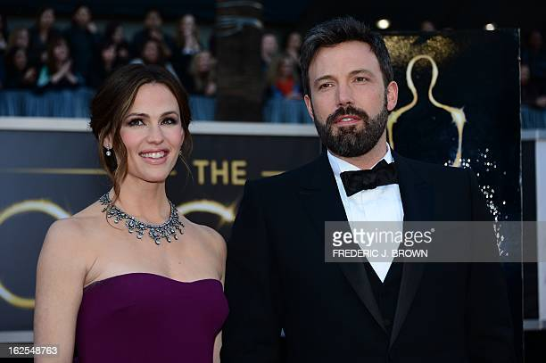 Actor/director Ben Affleck and wife actress Jennifer Garner arrive on the red carpet for the 85th Annual Academy Awards on February 24 2013 in...