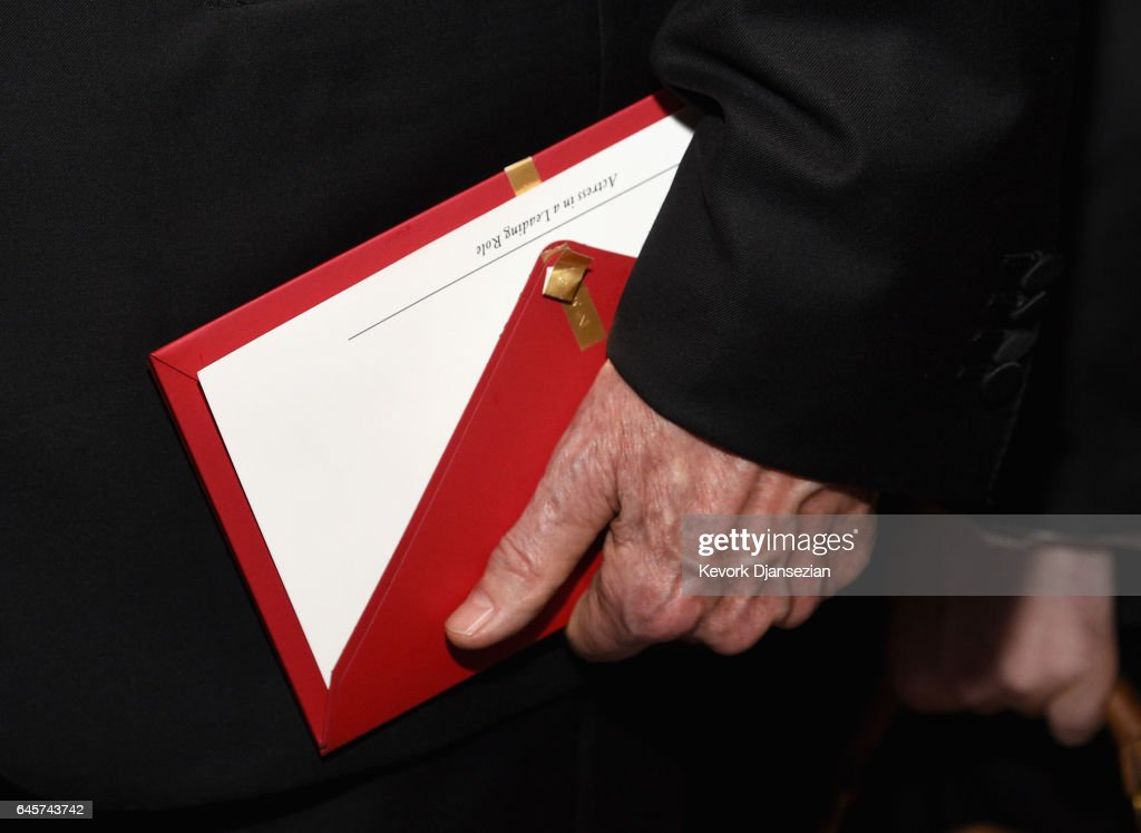 Actor/filmmaker Warren Beatty holds the envelope containing the wrong award announcement for Best Picture during the 89th Annual Academy Awards Governors Ball at Hollywood & Highland Center on February 26, 2017 in Hollywood, California.