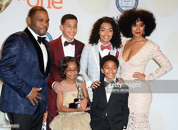 Actor/Host Anthony Anderson actors Yara Shahidi Marcus Scribner Tracee Ellis Ross Marsai Martin and Miles Brown pose with the award for Outstanding...