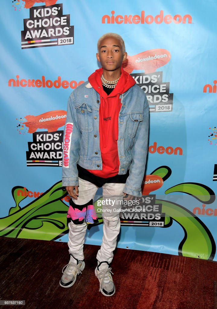 actormusician-jaden-smith-attends-nickelodeons-2018-kids-choice-at-picture-id937537192