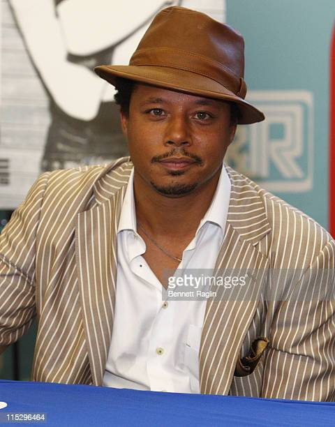 Actor/recording artist Terrence Howard signs autographs during the 2008 JR MusicFest at City Hall Park on August 21 2008 in New York City