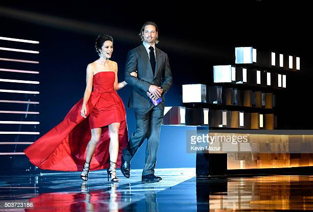 Actors Abigail Spencer and Josh Holloway walk onstage during the People's Choice Awards 2016 at Microsoft Theater on January 6 2016 in Los Angeles...