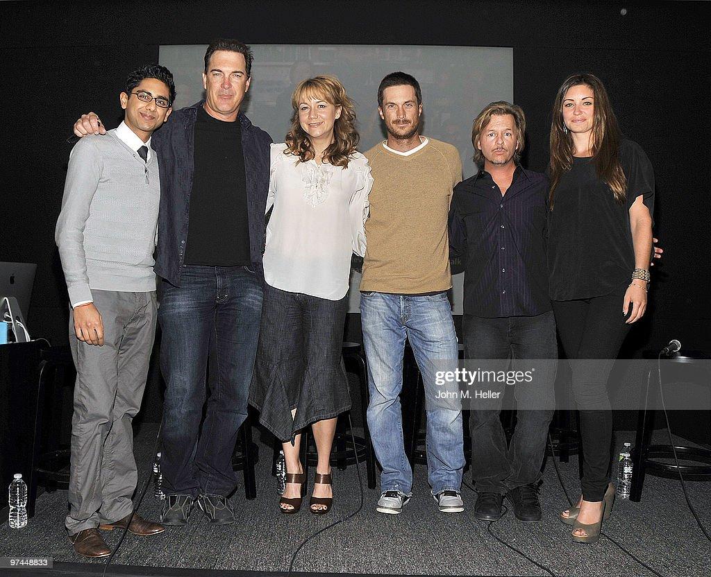 "CBS ""Rules Of Engagement"" Meet The Cast Event At The Apple Store : Nachrichtenfoto"