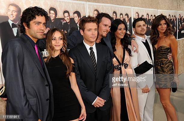 Actors Adrian Grenier Alexis Dziena Kevin Connolly Kevin Dillon Emmanuelle Chriqui Jerry Ferrara and JamieLynn Sigler arrive on the red carpet to...