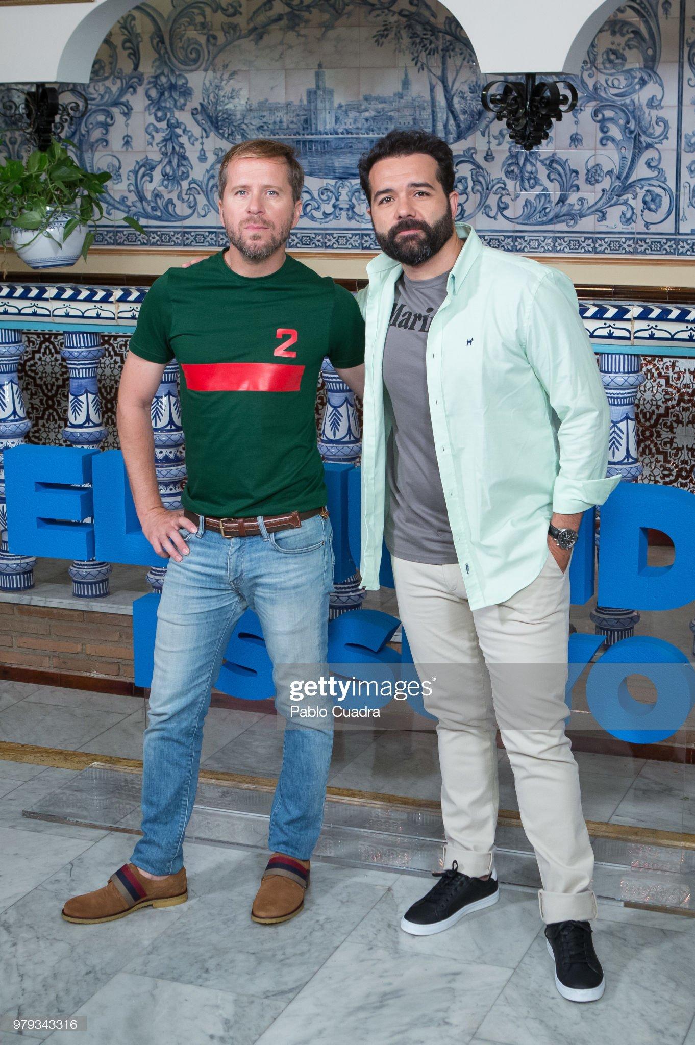 ¿Cuánto mide Alfonso Sánchez? - Altura Actors-alberto-lopez-and-alfonso-sanchez-attend-the-el-mundo-es-suyo-picture-id979343316?s=2048x2048