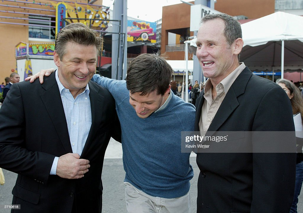 97c46e1b Actors Alec Baldwin and Sean Hayes pose with director Bo Welch at ...