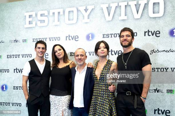 Actors Alejo Sauras Cristina Plazas Javier Gutierrez Anna Castillo and Alfonso Bassave attend 'Estoy Vivo' photocall at Palacio de Congresos Europa...