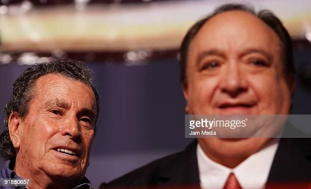 Actors Alfonso Zayas and Luis de Alba during a press conference of the play 'Un Romeo muyJulieta' at Blanquita Theater on October 13 2009 in Mexico...