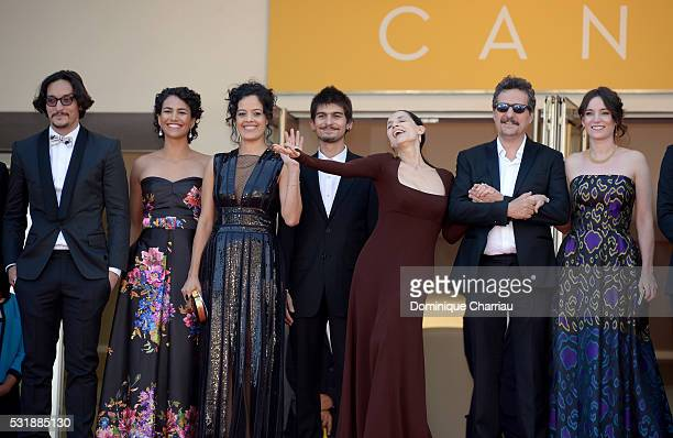 Actors Allan Souza Barbara Colen Maeve Jinkings Pedro Queiroz Sonia Braga director Kleber Mendonca Filho and Emilie Lesclaux attend the Aquarius...