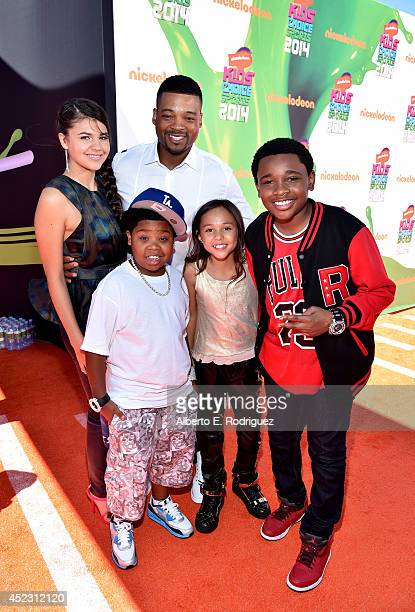 Actors Amber Montana Chico Benymon Benjamin Flores Jr Breanna Yde and Curtis Harris attend Nickelodeon Kids' Choice Sports Awards 2014 at UCLA's...