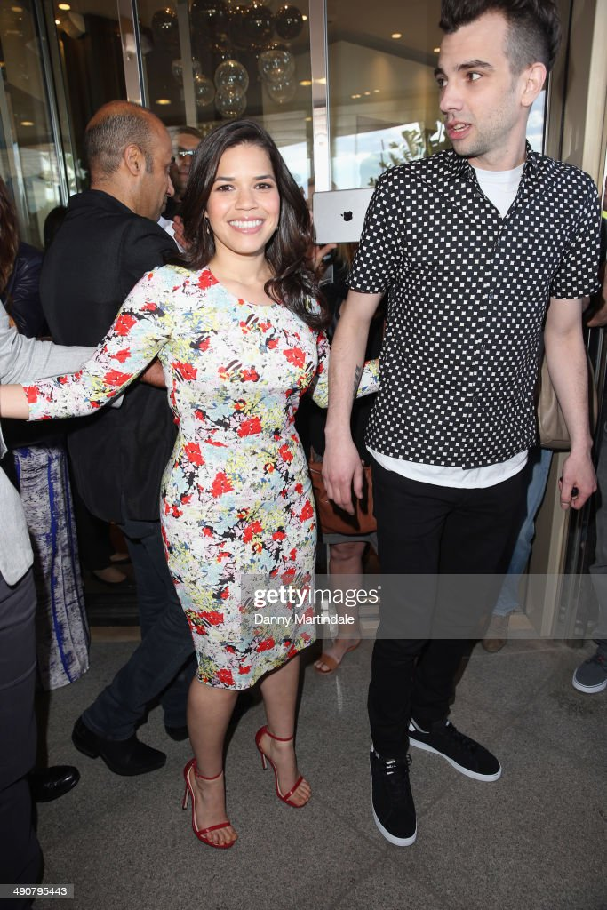 Photos et images de actors america ferrera and jay baruchel attend the how to train your dragon 2 ccuart Image collections