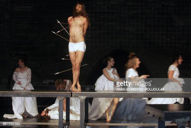 Actors and dancers of the Belgian company Troubleyn perform 30 June 2005 during a rehearsal of Belgian director Jan Fabre's Je suis sang created in...
