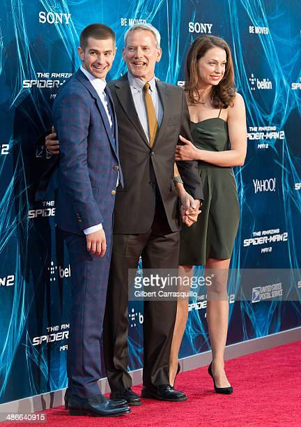 Actors Andrew Garfield Campbell Scott and wife Kathleen McElfresh attend The Amazing SpiderMan 2 premiere at the Ziegfeld Theater on April 24 2014 in...