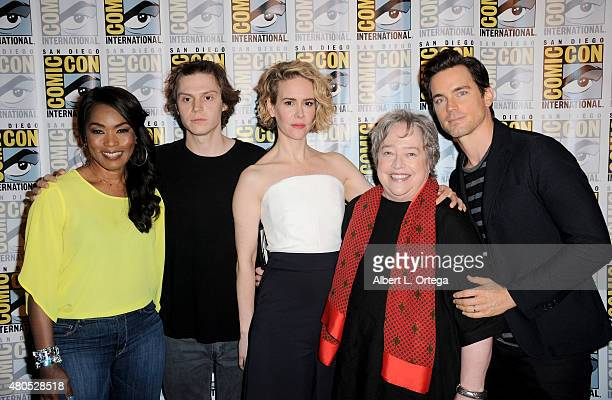 Actors Angela Bassett Evan Peters Sarah Paulson Kathy Bates and Matt Bomer pose at the American Horror Story and Scream Queens panel during ComicCon...
