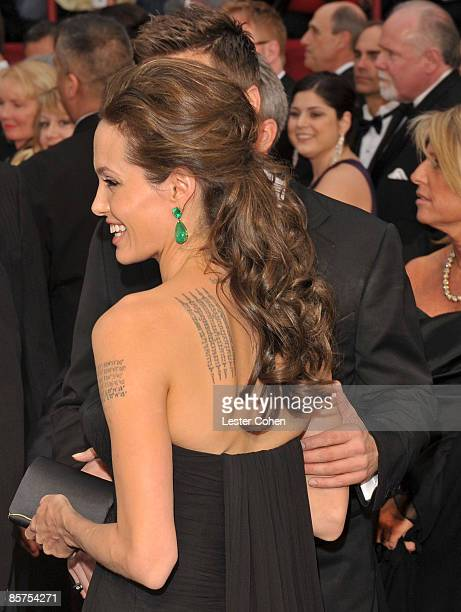 Actors Angelina Jolie and Brad Pitt arrive at the 81st Annual Academy Awards held at The Kodak Theatre on February 22, 2009 in Hollywood, California.