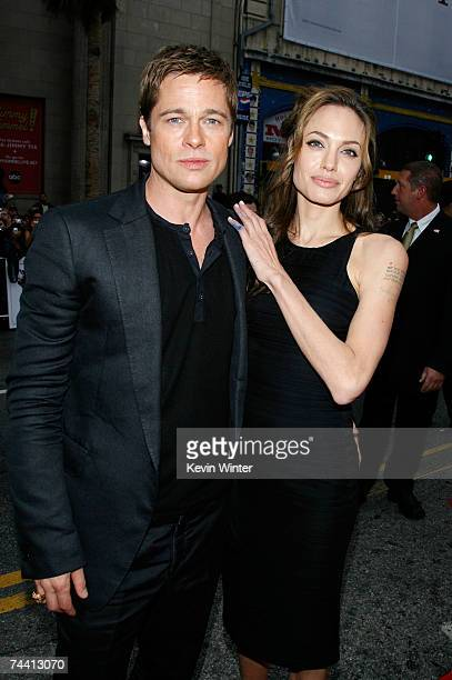 Actors Angelina Jolie and Brad Pitt arrive to the Warner Bros premiere of the film 'Ocean's 13' at Grauman's Chinese Theatre on June 5 2007 in...