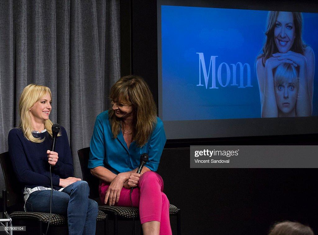 "SAG-AFTRA Foundation Conversations Series Presents ""Mom"" Special Screening And Q&A : Nachrichtenfoto"